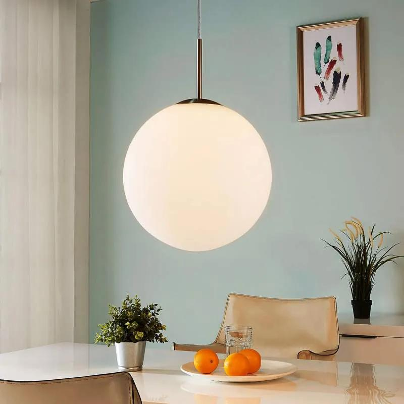 Bolvormige hanglamp Marike van wit opaalglas