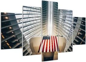 Schilderij - Gebouw met Amerikaanse vlag (150x105 cm), 40 andere afmetingen