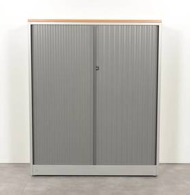 Roldeurkast, aluminium, 145 x 120 cm, incl. 3 legborden, gladde lamel *ster 2*