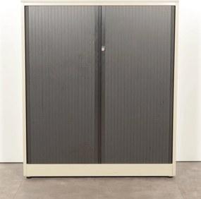 Roldeurkast, lichtgrijs, 138 x 120 cm, incl. 2 legborden (met nieuw topblad) *ster 2*