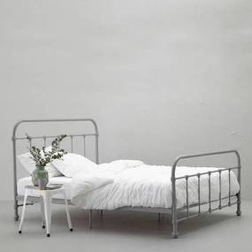 Bed Lyon (140x200 cm)