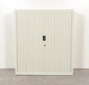 Roldeurkast, lichtgrijs, 136 x 120 cm, incl. 2 legborden
