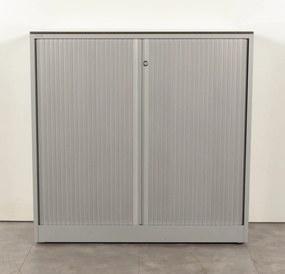 Roldeurkast, aluminium, 119 x 120 cm, incl. 2 legborden, geperforeerde deur